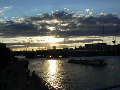 soleil couchant sur la Tamise.jpg