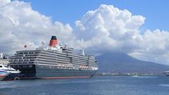 Queen Victoria a Napoli (Carlo Mirante) Tags: travel italy panorama port italia ship porto napoli naples vesuvio cunard queenvictoria shipcruises moltobeverello
