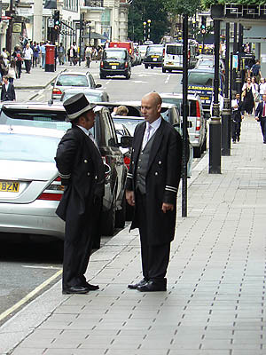 devant le Claridge, londres.jpg