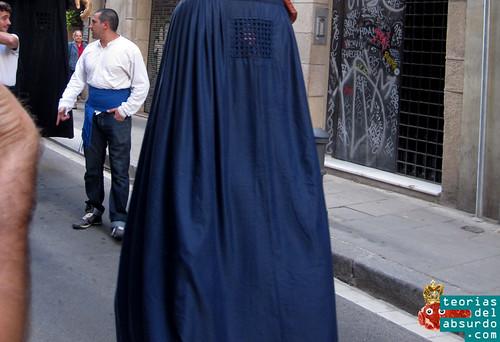 desfile de burkas en barcelona con motivo de las fiestas de la merce