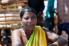 Au march de Kunduli (hubertguyon) Tags: portrait woman india work market femme tribal travail tribe march orissa inde tribu marchands kunduli earthasia march