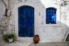 Blue door (Tafelzwerk) Tags: door old blue house window wall nikon alt kreta haus greece crete griechenland blumentopf freiheit huserwand d3000 eleftherna nikond3000 afs3518gdx tafelzwerk tafelzwerkde
