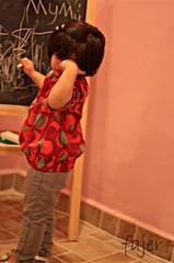 تمُـًـَوٍوت عٍ'ــَيوٍنــَهمٍ فينـَـَےٍ . . . }-- (Fajer Alajmi) Tags: red baby girl painting kid paint drawing draw رسم طفلة بيبي بنوته ترسم
