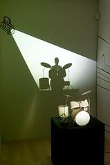 Zilla Leutenegger - Drum Set, 2009 (de_buurman) Tags: shadow art kunst exhibition projection nikkor schaduw amersfoort tentoonstelling projectie shadowdance 18200mmf3556gvr ©allrightsreserved nikond300 zillaleutenegger debuurman edjansen kunsthalkade