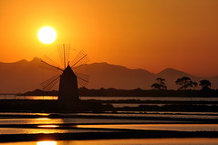 Sun and windmill - the kiss (Explore) (salvatore.benanti) Tags: sunset summer mill tramonto estate saline mulino trapani favignana marsala mothia mywinners thepowerofnow