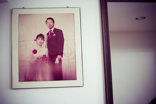 爸媽的結婚照。