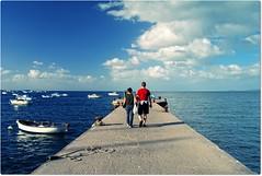 Far Far (Ev@ ;-)) Tags: blue sea sky people seascape clouds boats perspective ischia ischiaponte samsungdigitalcamera samsungnx10 unadedicaunpensierounemozionemaipassataperunricordosemprevivoallamiamamma sonostataattrattadalledifferenzetraillatodestroedillatosinistrotuttototalmenteallopposto colorannoaprile