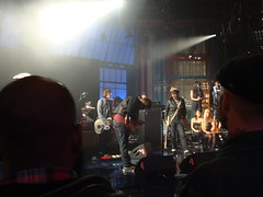 Damon Albarn singing On melancholy hill (kate_soundcheck) Tags: nyc ny newyork live lateshow gorillaz clinteastwood davidletterman lateshowwithdavidletterman edsullivantheater plasticbeach empireants escapetotheplasticbeach