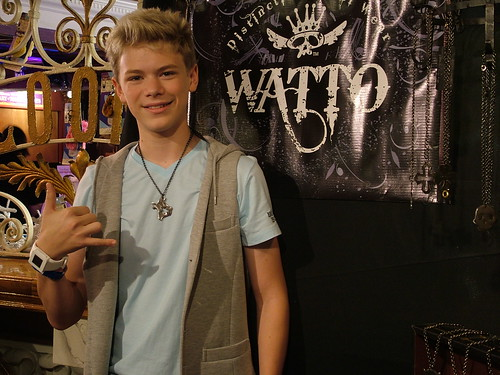 Kenton Duty of Shake it Up &Lost with Texas chain