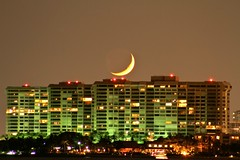 IMG_1478 (odelgado41) Tags: sky moon building night miami crescent