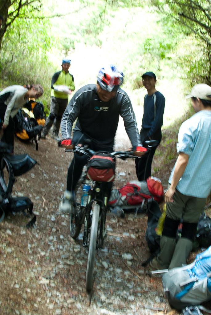 有人騎單車上能高越嶺!