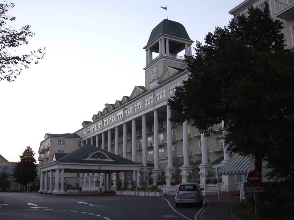 Newport Bay Hotel main entrance