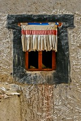 window curtain to the monastery of Likir, Ladakh, North india (anthony pappone photography) Tags: pictures travel people india digital canon lens photography photo foto image picture culture valley fotografia leh ladakh reportage photograher phototravel 인도 الهند eos400d लद्दाख 拉達克 ラダク