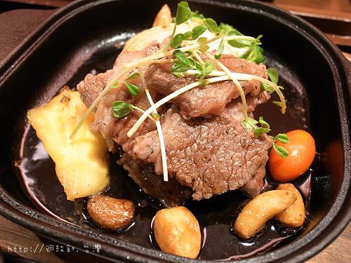 一喜一喜鐵鍋料理無骨牛小排主餐仔細看
