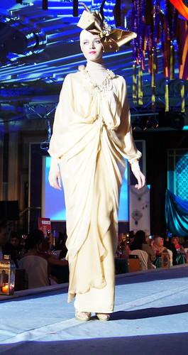 Islamic fashion festival 2010 - Jovan Mandagie (9)