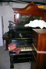P1120088 (Luigi Sani) Tags: piano musica antiquariato antico noce epoca antichit pianoforte mobili settecento arredo ottocento pianoforteverticale