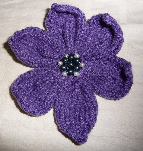 a knitted flower with pattern miss crafty fingers