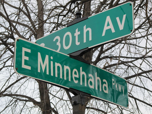 E Minnehaha Parkway at 30th Ave S