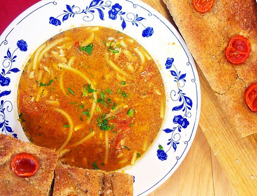 spaghetti sminuzzati al brodo di alici