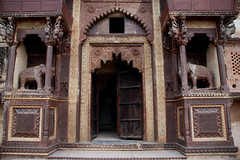 Palace's gate     (  asaf pollak) Tags: door old india ancient gate palace pollack assaf elephants orchha     asafpollak madiapradesh