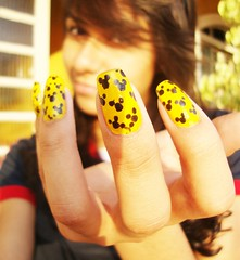 old. (Larys Ferreira) Tags: yellow nail mickey
