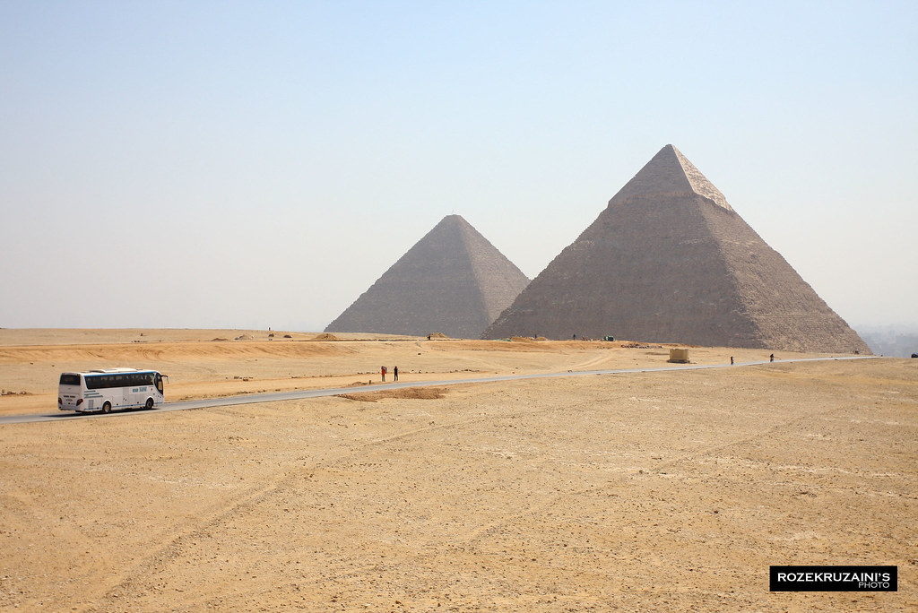 Bus and the pyramids