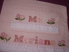 Jogo Toalhas Mariana ROSA CH (*Sonhos e Retalhos Ateli*) Tags: flores patchwork letras bordado costura fitas botes patchcolagem toalhadebanho floresdetecido toalhaderosto