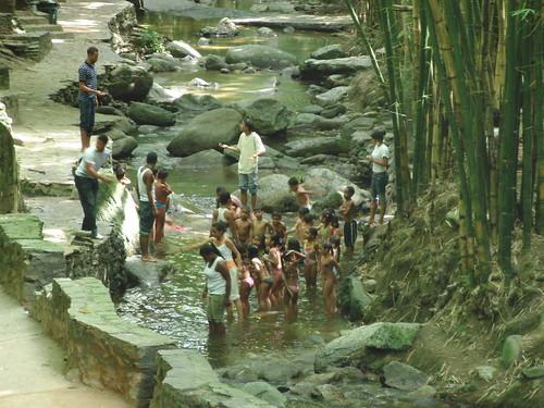 grupo infantil en el río del chorrillo