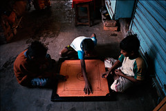 (bradford daly) Tags: leica blue india game west boys 28mm kolkata bengal carrom kalighat