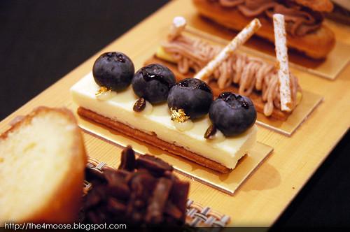 Le Salon De Thé de Joël Robuchon - Blueberry Cheesecake