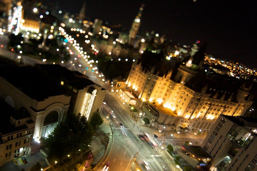 OttawaParliment_2010-12-04_10-58-55__MG_2594_©JosephLinaschke2010