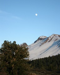 Mammoth Lakes moonrise (InnAtElmwood) Tags: california sunset moon moonrise mammoth mammothlakes mammothmtn easternsierras