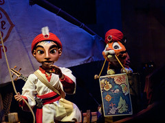 Sinbad and Chandu (Peter E. Lee) Tags: japan boat map jp chiba sailor tokyodisneysea 2010 tigercub tds darkride tdr sinbad tokyodisneyresort chandu tokyodisneylandresort audioanimatronic arabiancoast alanmenken disneyphotochallenge sinbadsstorybookvoyage tdlr