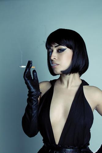 [フリー画像] 人物, 女性, ドレス, 煙草・タバコ, 201007221500