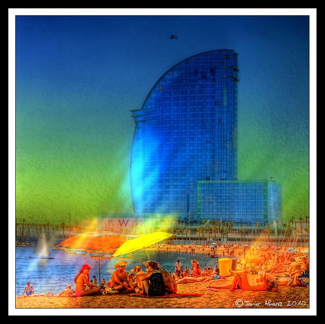 Hotel Vela desde la playa de la Barceloneta