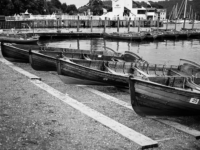 Rowing_Boats02_BandW_800pix