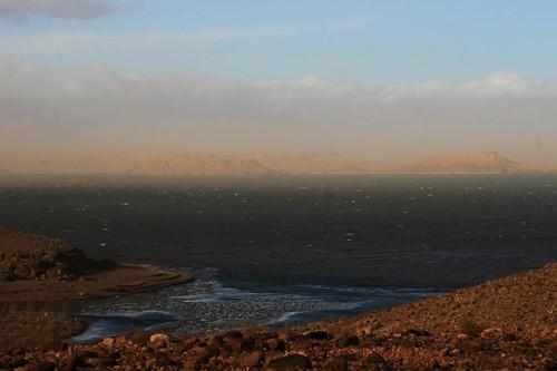Lago de Ouarzazate, barragem de Al-Mansour Ad-Dahbi em Ouarzazate Marrocos