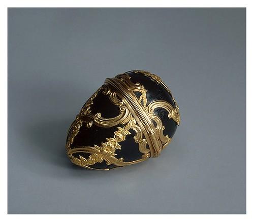 004- Caja con forma de huevo Heliotropo oro y esmalte Gran Bretaña. Segunda mitad del siglo 18-Copyright ©2003 State Hermitage Museum
