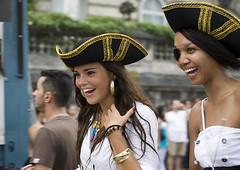 Pirates des Caraïbes (SLpixeLS) Tags: street girl smile switzerland suisse geneva pirates rue genève fille sourire 2010 lakeparade quaiwilson