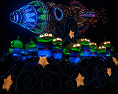 Dreamlights LGMs (Peter E. Lee) Tags: japan night lights toystory disney aliens parade jp chiba rocket float 2010 tdr tokyodisneyresort tokyodisneylandelectricalparade littlegreenmen dreamlights tokyodisneylandresort lgms tokyodisneylandpark disneyphotochallenge disneyphotochallengewinner tdlr