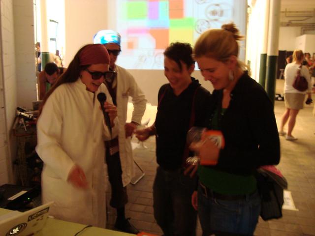 Sastavni dio ART01 Berlin bila je i produkcija radio programa sa posjetiteljima galerije