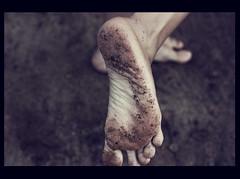 Bare feet (Julio Barros) Tags: brazil feet rio brasil canon 50mm bare soil jardimbotânico f18 botanicgarden xsi motleypixel
