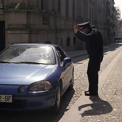 Hands up!! (Antnio Bandeira) Tags: sun 6x6 film car analog rolleiflex police negative porto epson filme automat v500 portugual fujipro160s epsonv500 modelk4a rolleiflexautomatk4a antniobandeira schneiderxenarf3575