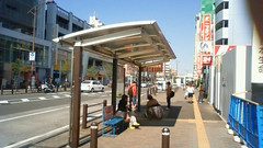NEC_0974 (ryoki) Tags: bus busstop vehicle fujisawa keio shonandai keiouniv keiouniversity twinliner kanachu articulatedbus kanachubus ツインライナー kanagawachuo かなちゅうバス 湘25系統 連接バス 連節バス