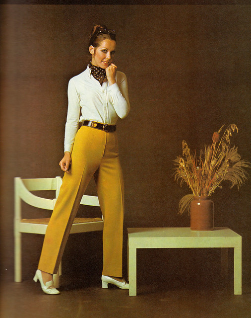 The Golden Hands Complete Book of Dressmaking (1972)