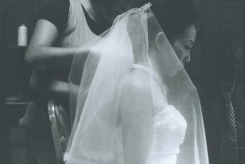 フリー写真素材, 人物, 女性, アジア女性, イベント・行事・レジャー, 結婚式, ウエディングドレス, 横顔, モノクロ写真,