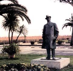 torre-del-lago-statua-puccini