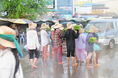 Food hawkers, Neak Loeung Ferry