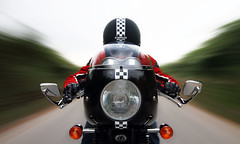 checkered (poca-traa) Tags: motion altea triumph checkered caferacer cafetera rigshot triumphthruxton pocatraa motleypixel txalado