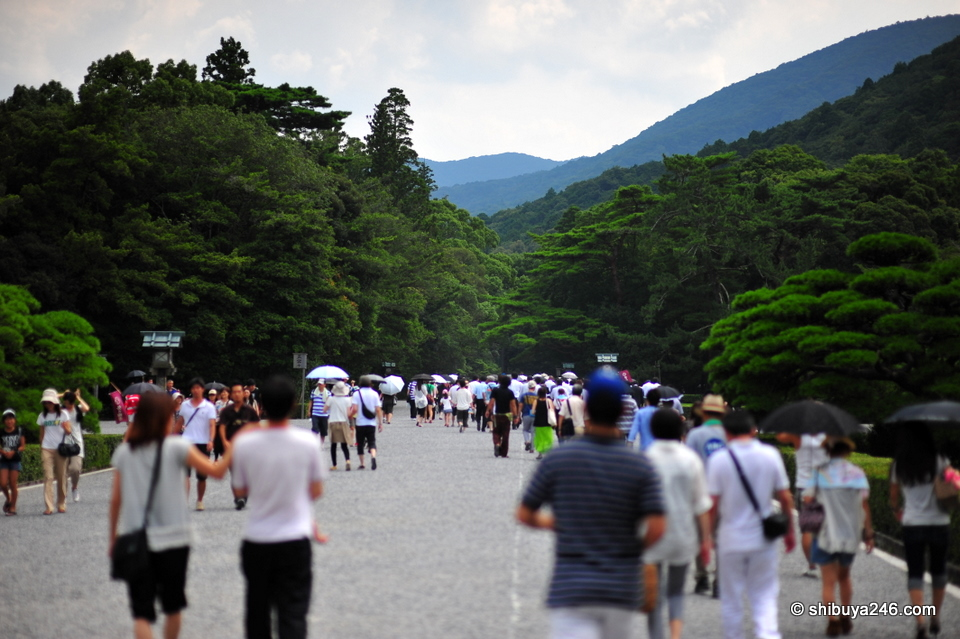 The pathways inside Ise Jingu were wide open and gave a very relaxed atmosphere